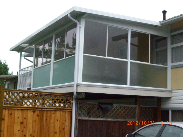 Single glass sunroom with pin head lower portion